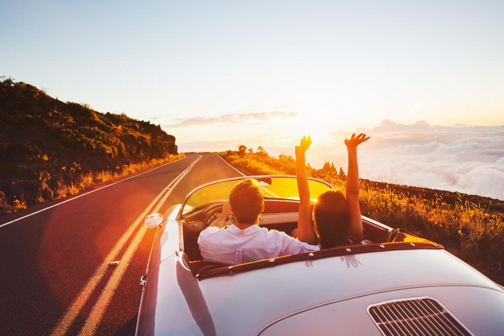 couple on a roadtrip